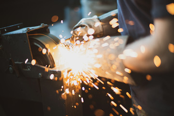 Grinding steel with lot of sparks