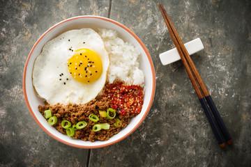 Koreanische Sojabeef-Bowl - Korean Soy Beef Bowl