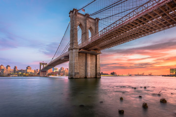 Zelfklevend Fotobehang Brooklyn Bridge Brooklyn Bridge New York City at Dusk
