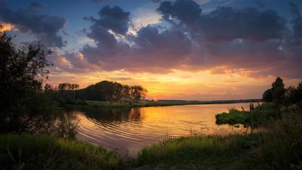 вечерний пейзаж на уральской реке на закате, Россия