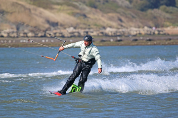 kitesurfer riding board toeside