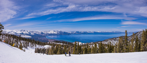 Fototapeta Lake Tahoe from Heavenly Resort ski trail - skiing - Activity all over - panoramic obraz
