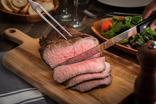 slicing roast beef