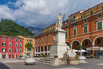 Carrara, Piazza Alberica with sculpture