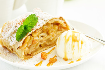 Foto op Canvas Dessert apple strudel with cinnamon and an ice cream ball.