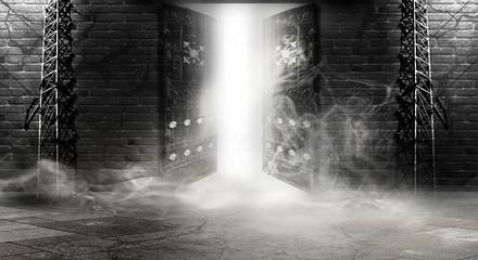 Fotomurales - Открытая дверь, магия. Абстрактный темный фон подвала, кирпичные стены, солнечный и неоновый свет, дым.