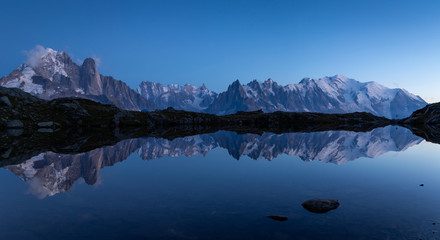 Fotomurales - Panorama of the Alps near Chamonix, with Aiguille Verte, Les Drus, Auguille du Midi and Mont Blanc, during blue hour.