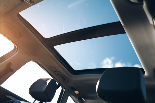 Panoramic sun roof in the car