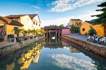 Foto op Canvas Aziatische Plekken Japanese Covered Bridge in Hoi An