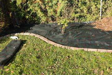 Gartenvlies verlegen