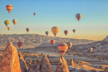 Poster Montgolfière / Dirigeable Amazing sunrise over Cappadocia. Colorful hot air balloons.