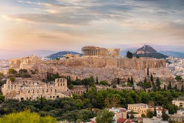 Fototapete - Die Akropolis von Athen bei einem bewölkten Sonnenuntergang im Sommer, Griechenland