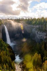 Sonnenstrahlen am Helmcken Falls im Wells Gray Provincial Park