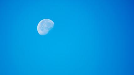 Księżyc za dnia