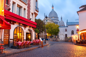 Photo sur Toile Con. ancienne The Place du Tertre with tables of cafe and the Sacre-Coeur in the morning, quarter Montmartre in Paris, France
