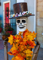 Skeleton mannequin decorated for Dia de los Muertos/Day of the Dead