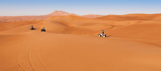 Photo sur Plexiglas Secheresse desert safari experience with atv 4x4 vehicles