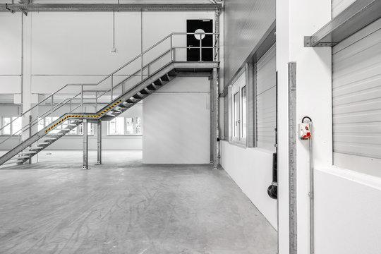Metalltreppe im Gebäude Notausgang