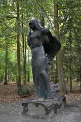 Призрак Чёрной Вдовы в старом парке возле Несвижского замка