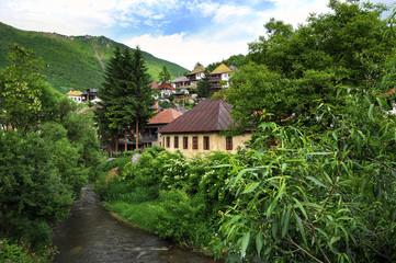 Traditionelle bosnische Häuser in Travnik