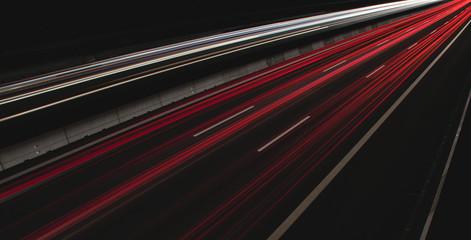 Langzeitbelichtung einer Autobahn