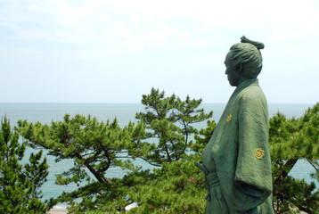 太平洋を見つめる龍馬像
