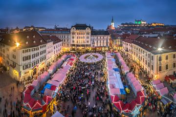 Stores à enrouleur Europe de l Est Weihnachtsmarkt in Bratislava, Slovakei