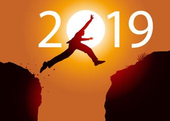 Carte de vœux 2019, un homme saute par dessus un gouffre entre deux falaises devant un soleil au zénith et symbolise le passage à la nouvelle année