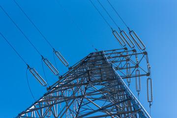 高圧電線の鉄塔 送電線 電線路