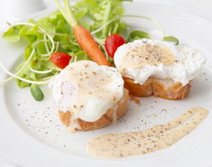 Breakfast,Eggs benedict with freash salad,Poached eggs