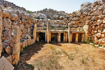 In de dag Historisch geb. Ġgantija - megalithic temple complex from the Neolithic on island of Gozo in Malta