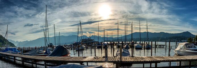 Fotorolgordijn Poort Abendstimmung im Segelboothafen von Gmunden