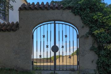 Tor an der Wurmlinger Kapelle