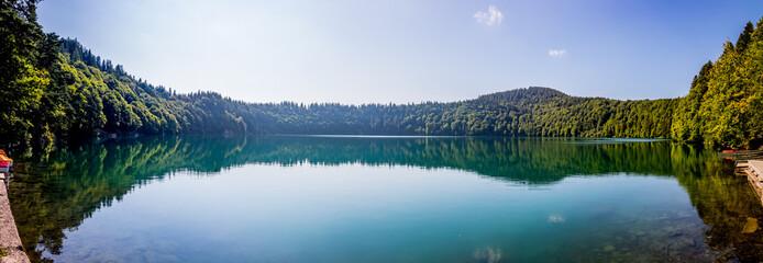 Panorama du Lac Pavin en Auvergne