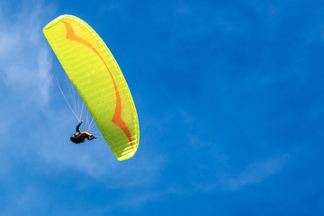 Foto op Aluminium Luchtsport Paragliding on a Blue sky with Clouds