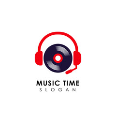 music logo design with headphone and vinyl illustration. dj logo design template