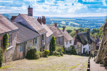 Scenic English countryside view from Gold Hill, in the traditional hillside village of Shaftesbury, England Fototapete
