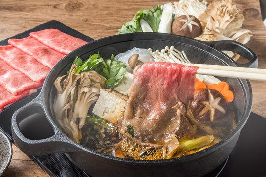和牛肉ですきやき Tasty sukiyaki Japanese cuisine