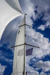 Herrlicher Blick in den Himmel an Bord einer Segelyacht