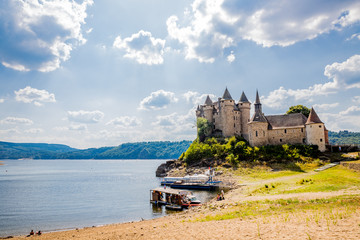 Le Château de Val et le Lac de Bort