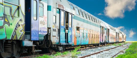 Abandoned train with graffiti - Treno abbandonato con graffiti