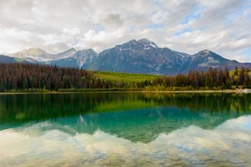 Patricia Lake im Jasper Nationalpark im Herbst
