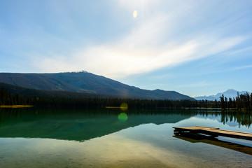 Sonniger Herbsttag am Lake Edith in Jasper