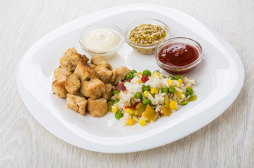 Mayonnaise, ketchup, mustard, vegetable mix, fried chicken meat  in plate