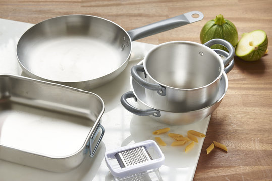 set of aluminum pots and pans