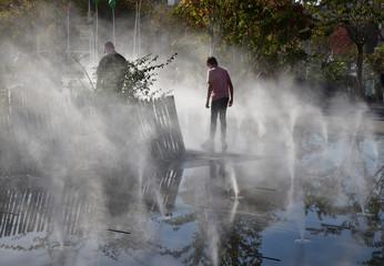 Spoed Fotobehang Fontaine Fontaine à brumisateur