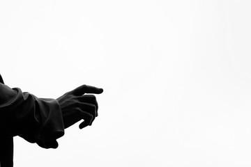 In eine Richtung zeigender Arm mit weißem Hintergrund