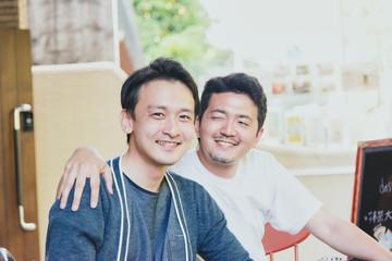 仲良し男性2人(同性愛・LGBT)