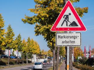 Verkehrsschild Fahrbahnmarkierung
