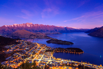 Foto auf Leinwand Dunkelblau Twilight at Queenstown, New Zealand.